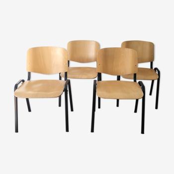 Série de quatre chaises empilables