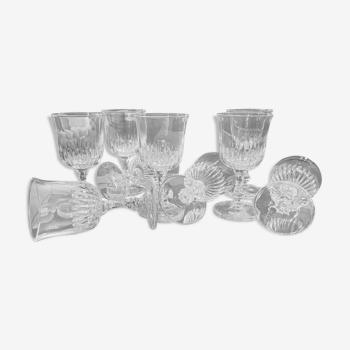 Set de 9 verres à pied en verre ciselé
