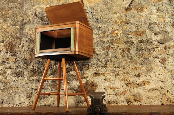 Meuble en bois sur pieds vintage retro