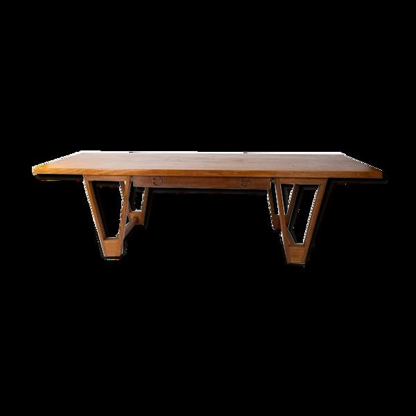 Table basse en teck conçue par Illum Wikkelsø à partir des années 1960.