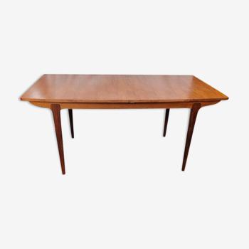 Table scandinave plaquée teck des années 70, pour 6 à 10 personnes