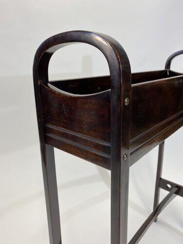 Jardinière no.9581 par Otto Wagner
