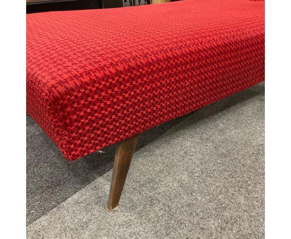 Divan tissu vintage rouge pieds compas