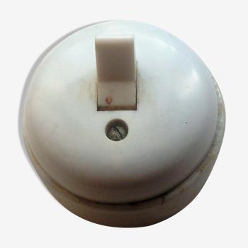 Interrupteur simple en porcelaine et plastique