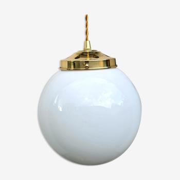 Suspension globe en opaline blanche