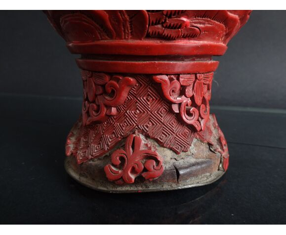 Ancien vase chinois en laque cinabre 26cm décor de personnages Chine vers 1900