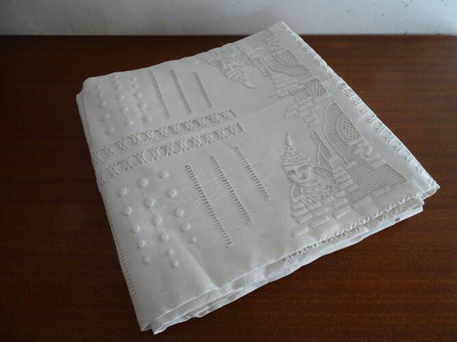 Nappe brodée décor chinois ancienne pur coton 230*155