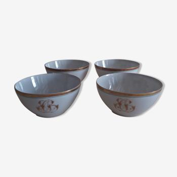 Série de quatre tasses porcelaine de Paris décor blanc et or monogramme XIXème