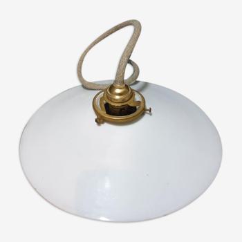 Suspension ancienne opaline blanche