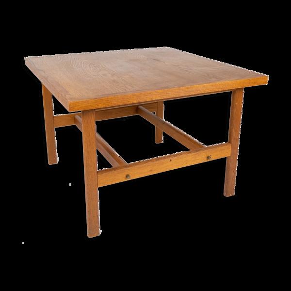 Selency Table basse en chêne conçue par Hans J. Wegner à partir des années 1960