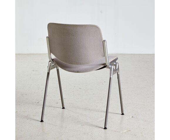 Chaise empilable dsc 106 de Giancarlo Piretti