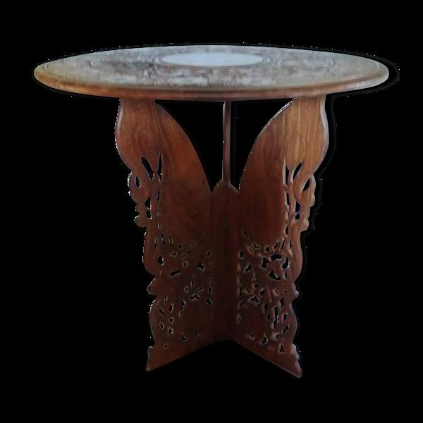 Table indienne sculptée, des années 70 et diamètre de 60 cm