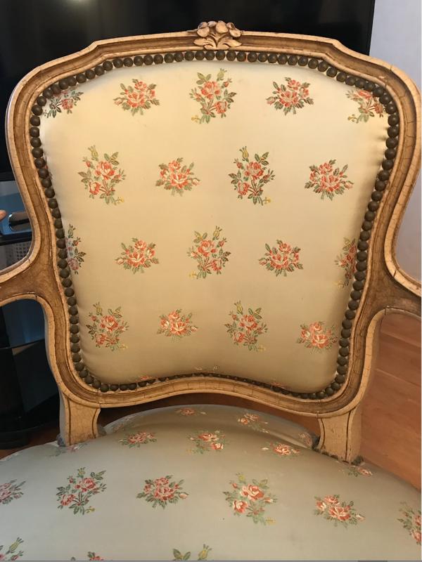 Paire de fauteuils cabriolet de style Louis XVI, datant de la fin du XIXe siècle