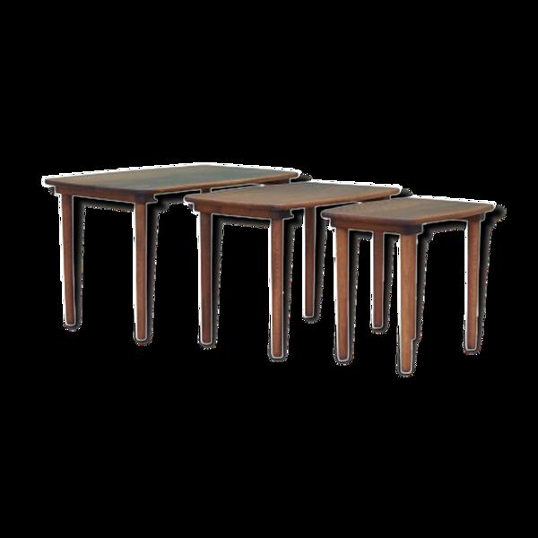 Ensemble de trois tables basses en noyer, années 1960, design danois, fabrication: Danemark