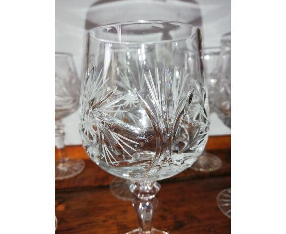 6 verres à vin ou autres en cristal taillé