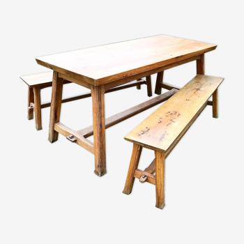 Ensemble table et ses 2 bancs