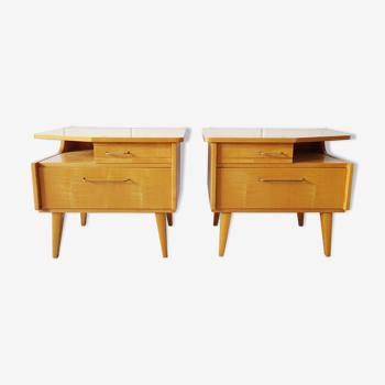 Tables de chevet du milieu du siècle réglée avec placage léger avec tiroir et compartiment pliant