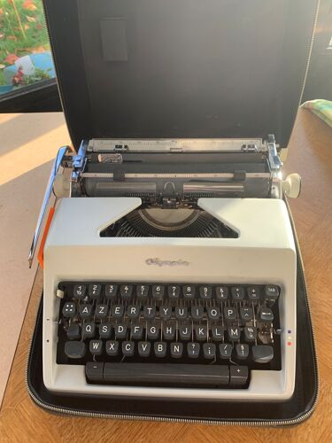 Machine à écrire Olympia portable vintage 1960 Germany occidentale