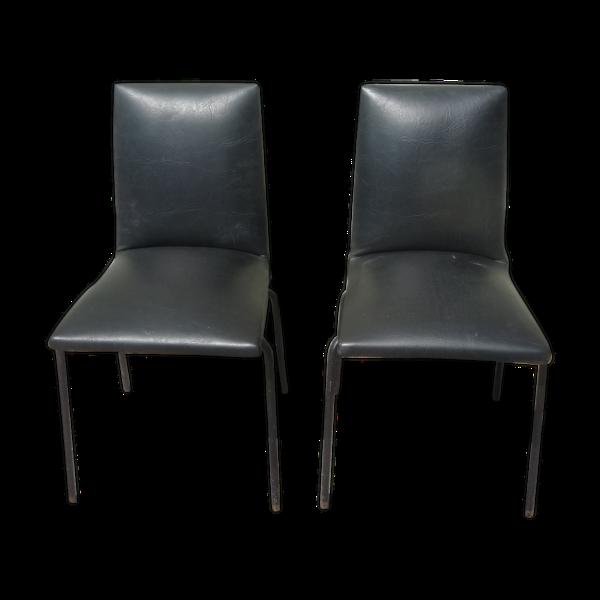 Lot de 2 chaises simili noir par Pierre Guariche