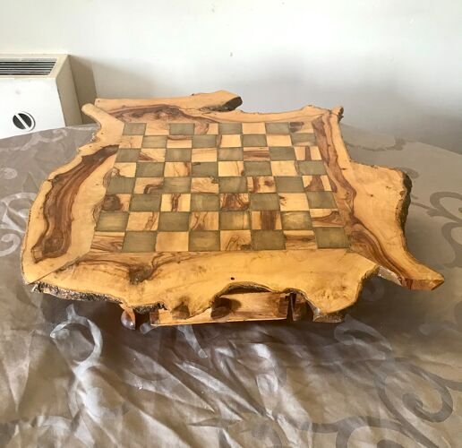 Échiquier brutaliste en bois d'oliviers