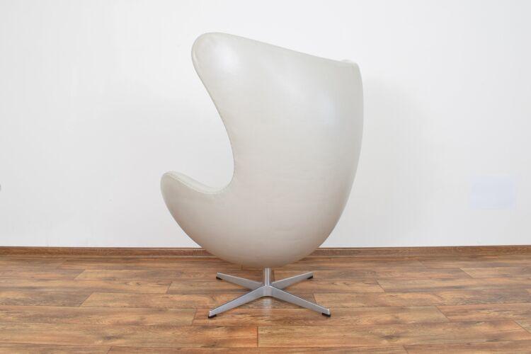 Fauteuil Egg en cuir du milieu du siècle par Arne Jacobsen pour Fritz Hansen