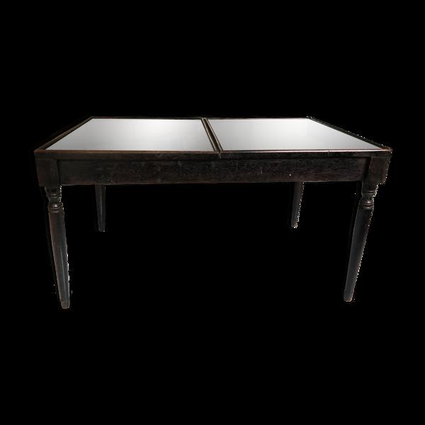 Table basse en bois découpé