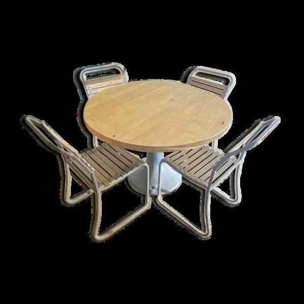 table en chêne et de 5 chaises en bois