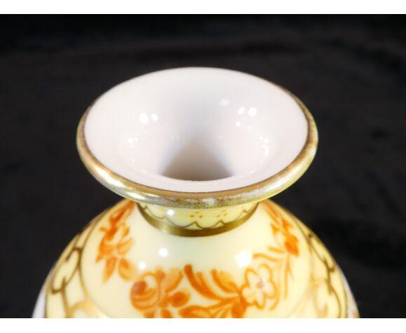 Vase en porcelaine de Limoges Jules Tessonniere