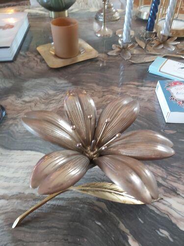 Cendrier fleur en métal doré vintage