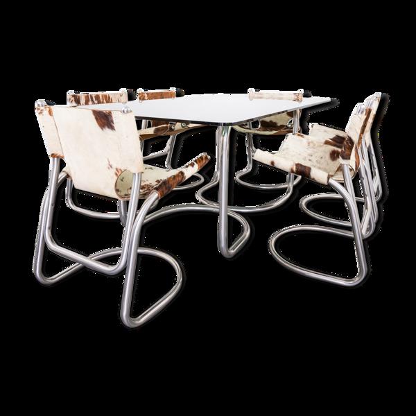 Ensemble de salle à manger avec quatre chaises et table des années 70