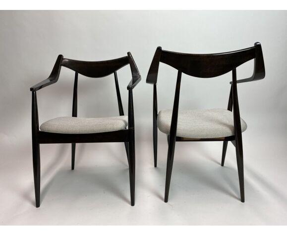Paire de chaises modernistes