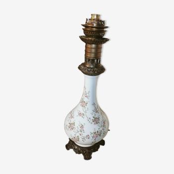 Lampe à pétrole à décor floral 19ème
