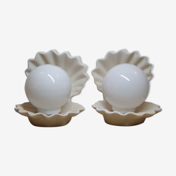 Unbleached shell laying lamp and opaline