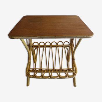 Table d'appoint porte revue rotin vintage 1960