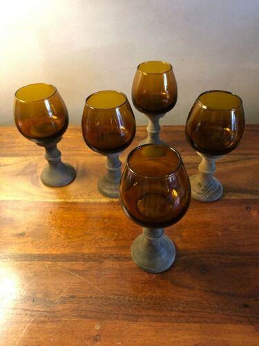 Lot de 5 verres à pied en bois et en verre ambré vintage