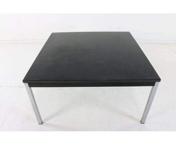 Table basse avec un plateau en pierre noire Martin Visser design