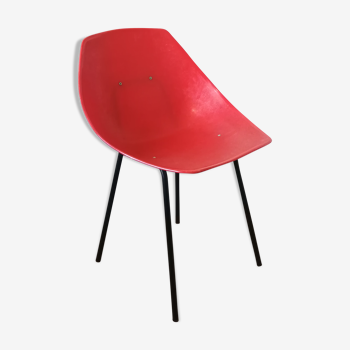 Chaise coquillage rouge de Pierre Guariche