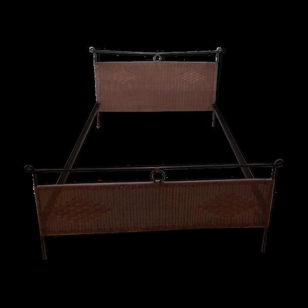 Cadre de lit en métal noir et rotin