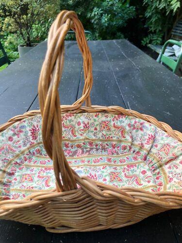 Petit panier pour l'été au jardin, osier tressé