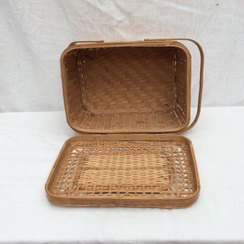 Boîte en rotin /osier avec deux poignées vintage dimension : hauteur -18cm- largeur -33cm- Pr-24cm-