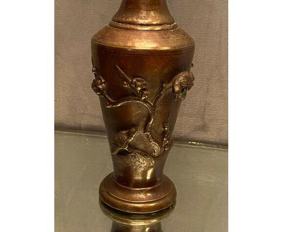 Vase d'autel à long col en bronze patiné Japon fin XIXe