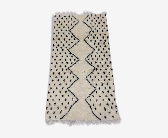 Tapis berbère marocain à pois noir et blanc 167 x 194CM