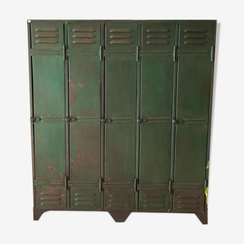 Ancien vestiaire d'usine patine verte
