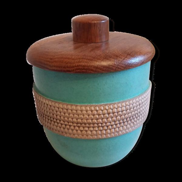 Pot en faïence avec couvercle en bois