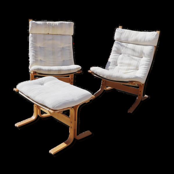 Paire de fauteuils «siesta» d'Ingmar Relling et un repose pied
