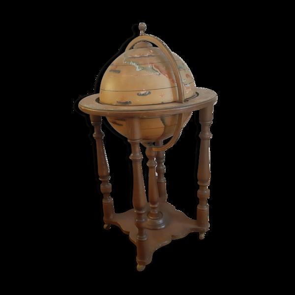 Bar roulettes globe terrestre