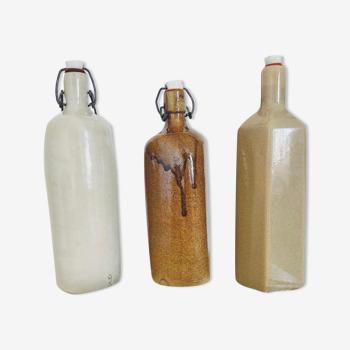 3 bouteilles anciennes en grès