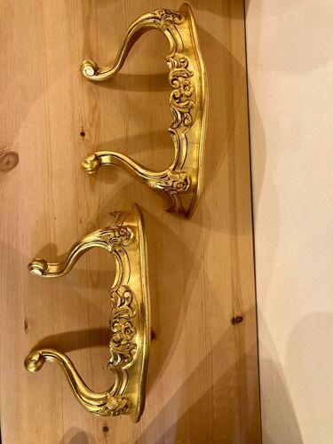 Paire d'étagères murales dorées