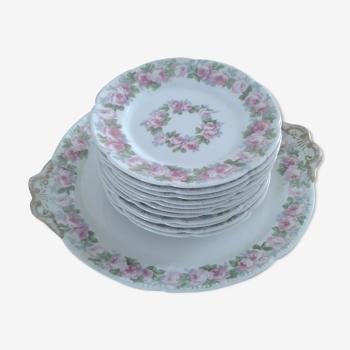 10 assiettes à  dessert et plat à  tarte porcelaine décors de roses