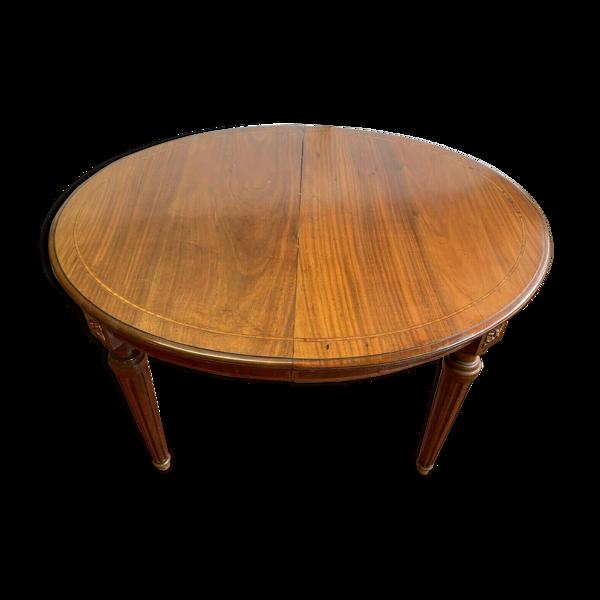 Table de style Louis XVI en acajou et bois clair XX siècle